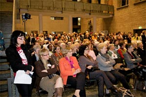 Mehr als 500 Frauen aus Köln und Umgebung kamen zum Internationalen Frauentag ins Kölner Rathaus.